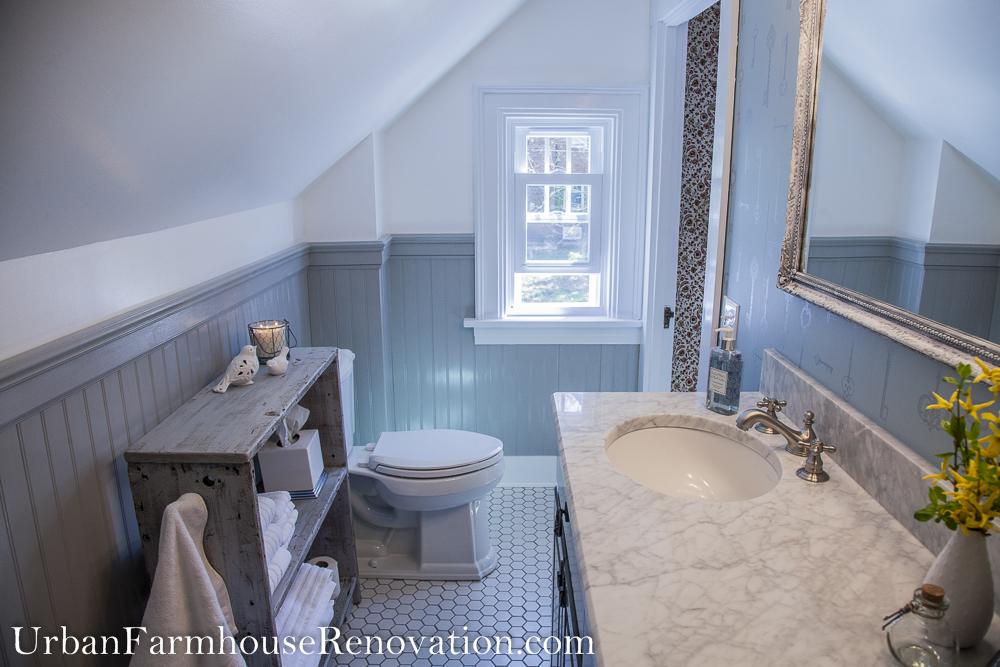 Vintage bathroom - A small bathroom full of vintage charm.